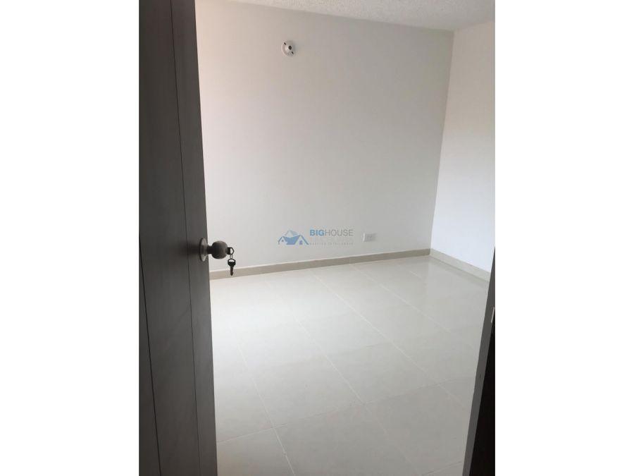 se arrienda apartamento conjunto los pinos t7301