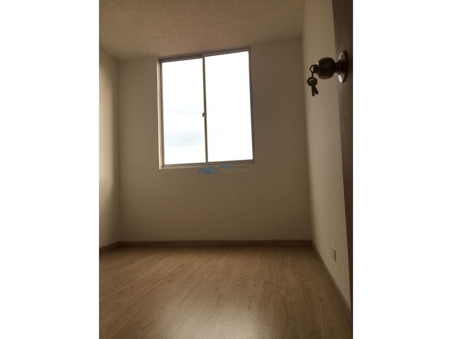 se arrienda apartamento versalles ii t5605