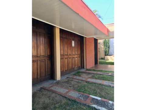 renta casa uso mixto uruca 1300