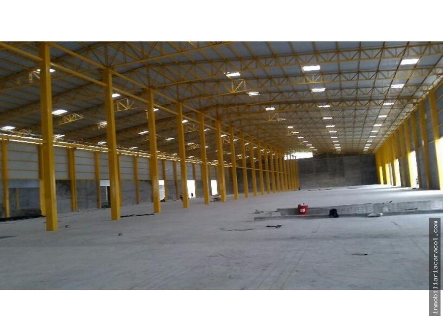 duran se alquilan naves industriales de 15000 m2