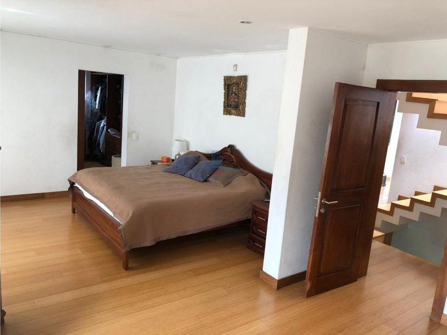 amplia y acogedora casa de venta miravalle