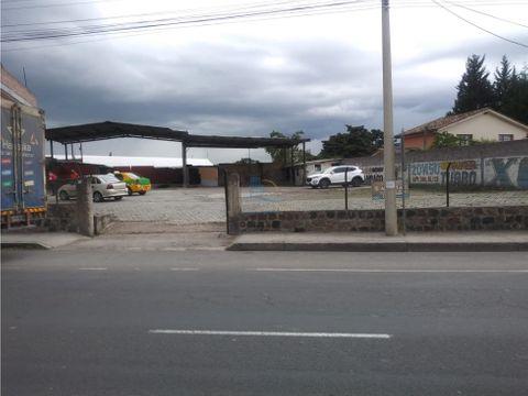 terreno con construccion de venta en pifo en la via principal