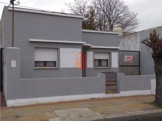 en venta casa dos habitaciones a reciclar en tandil