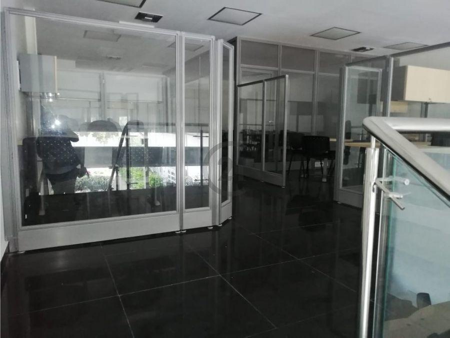 local comercial amoblado con mezzanine