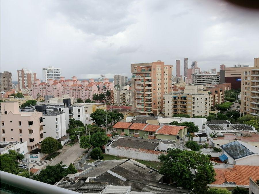 amplio y de sombra apartamento en riomar barranquilla