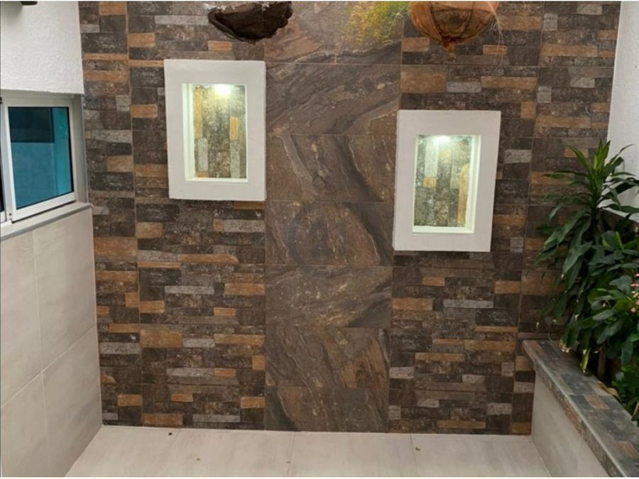 se vende casa de 2 pisos en urbanizacion santa marta colombia