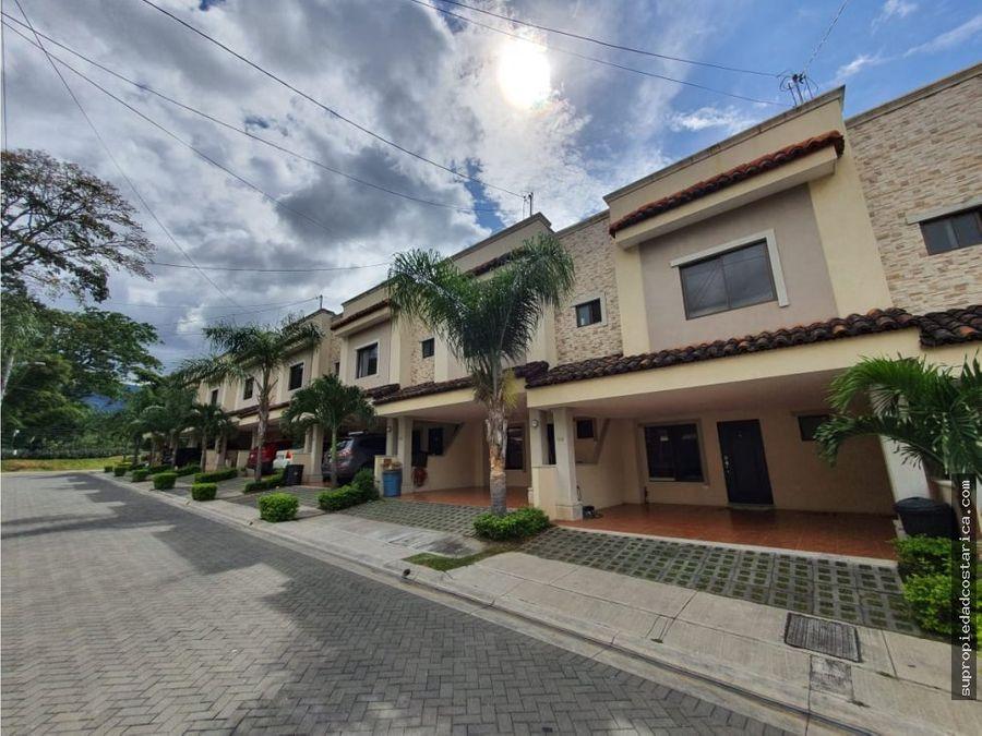 venta de casa en santa ana en condominio