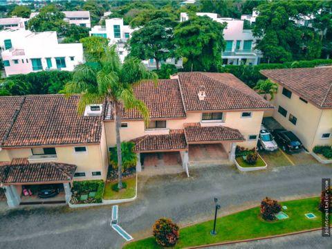 venta de casa tipo townhouse 3 niveles en condominio