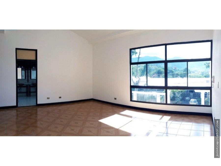 alquiler de amplia vivienda de 3 dormitorios en zona de escazu
