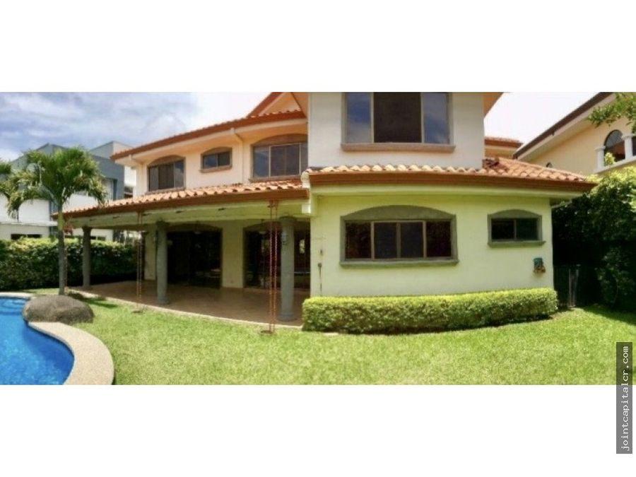 casa amplia en exclusivo condominio valle del sol