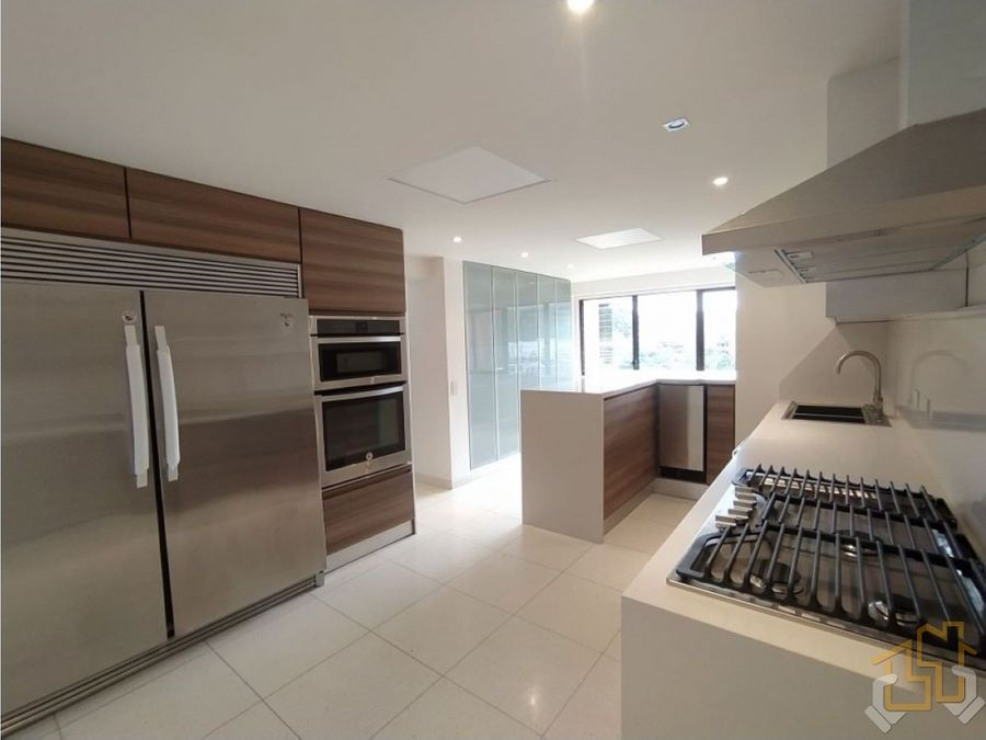 exclusivo apartamento 210 m2 las esmeraldas