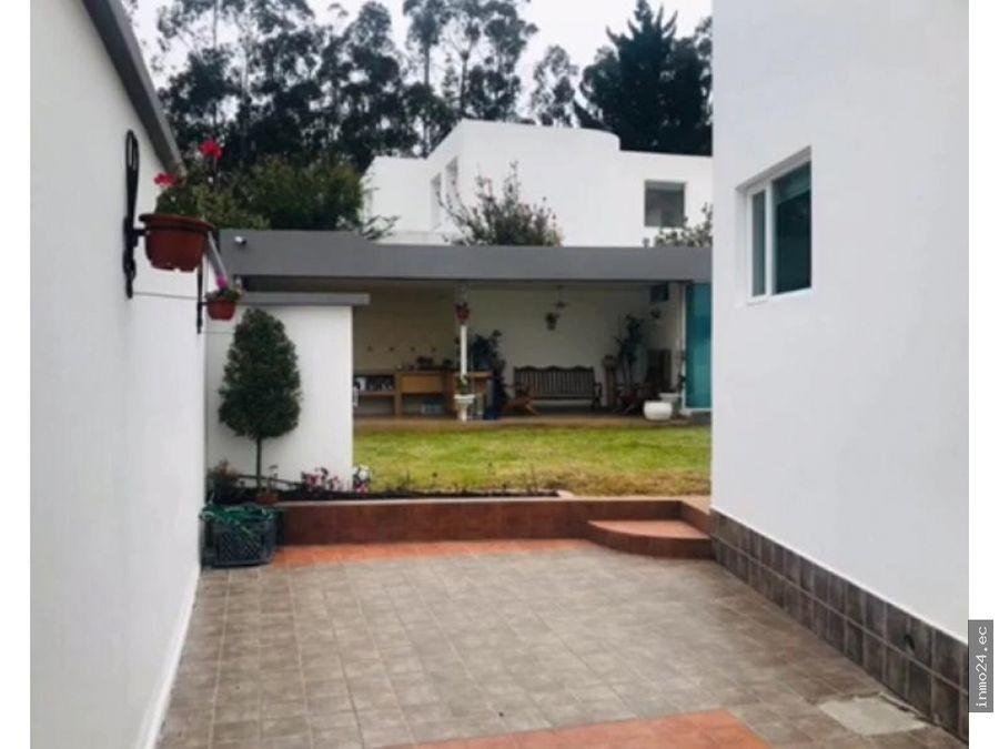 venta casa con piscina urbanizacion el condado quito