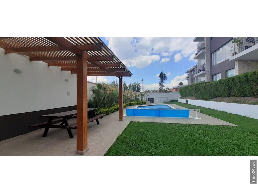 en venta suite amplia con terraza cumbaya quito