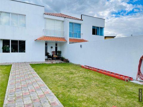 venta de casa amplio terreno urbanizacion lumbisi cumbaya
