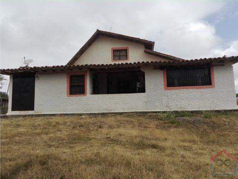 en venta 2 casa en una cubiro clima de montana