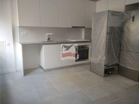 venta de magnifico piso junto pzamaragall barcelona