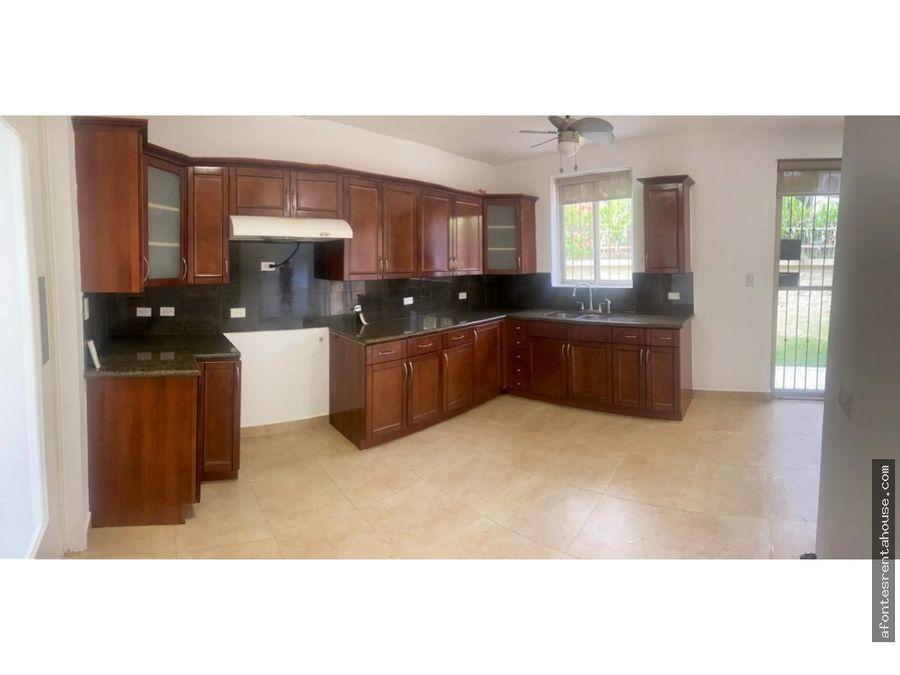 amplia casa en venta en clayton