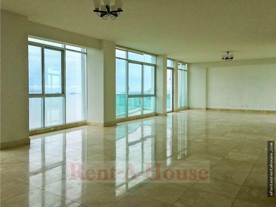 amplio apartamento en alquiler en costa del este