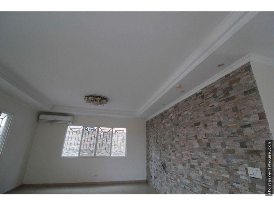 iluminada casa en venta en altos de panama