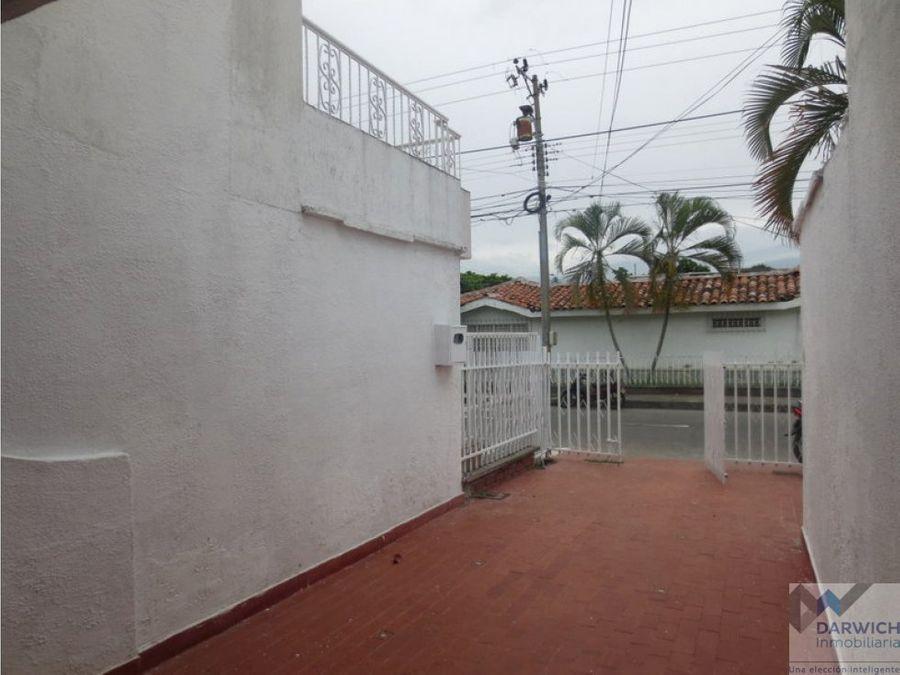 casa de 2 niveles en barrio santa clara de palmira