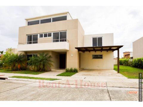 bella casa en venta en costa sur