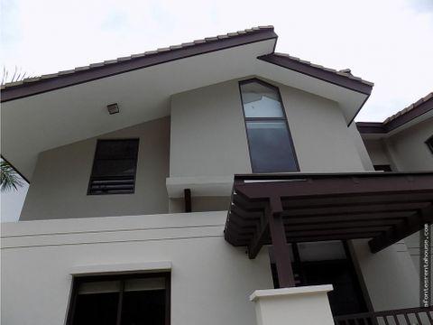 bella casa en venta en panama pacifico