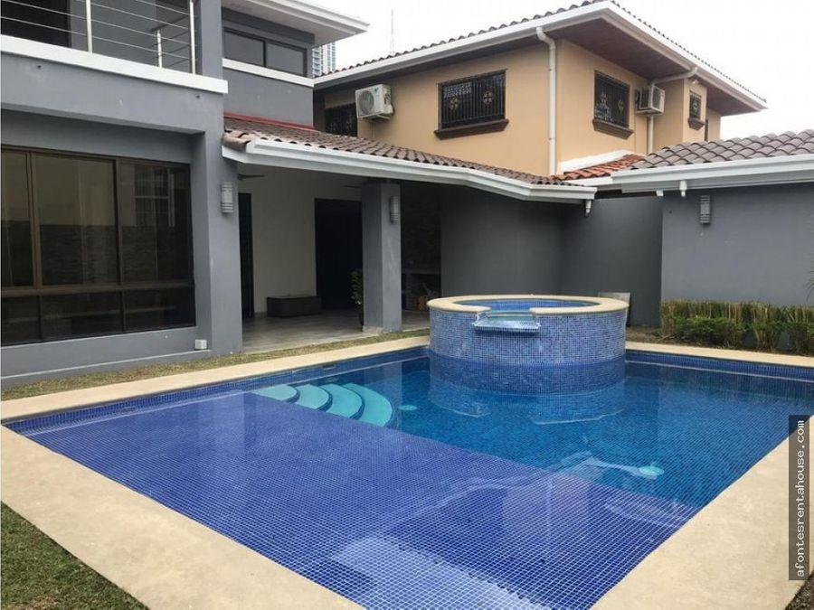 hermosa casa en venta en altos de panama