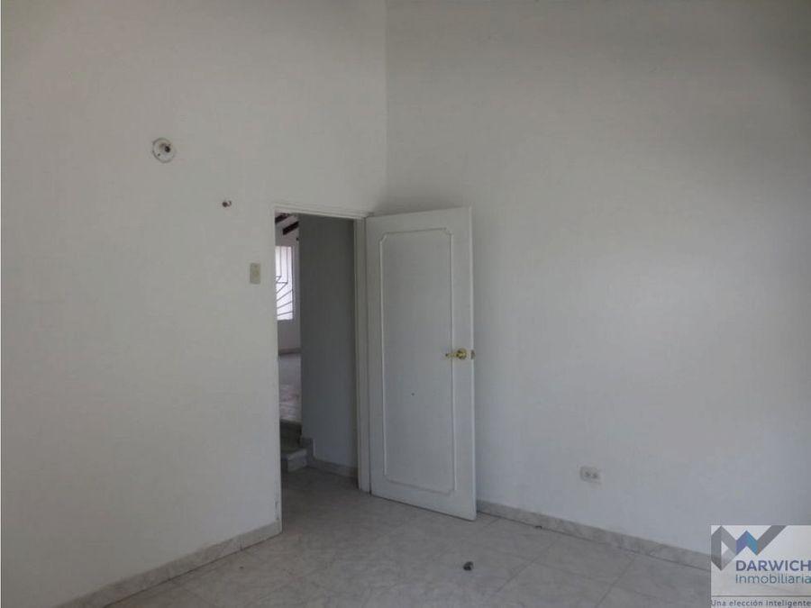 alquilo local de 240 m2 en las mercedes