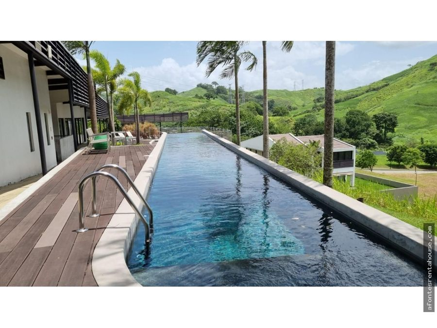 bella casa en venta en altos de panama