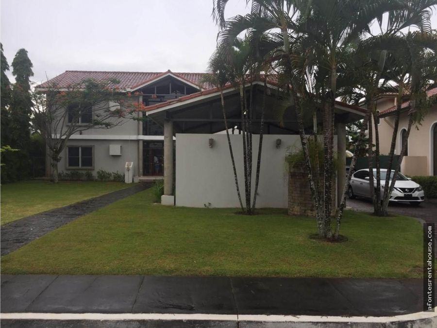 bellisima casa en venta en costa del este