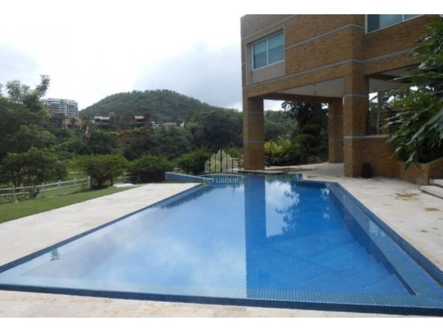 mac 393 casa guataparo country club 1003 m2