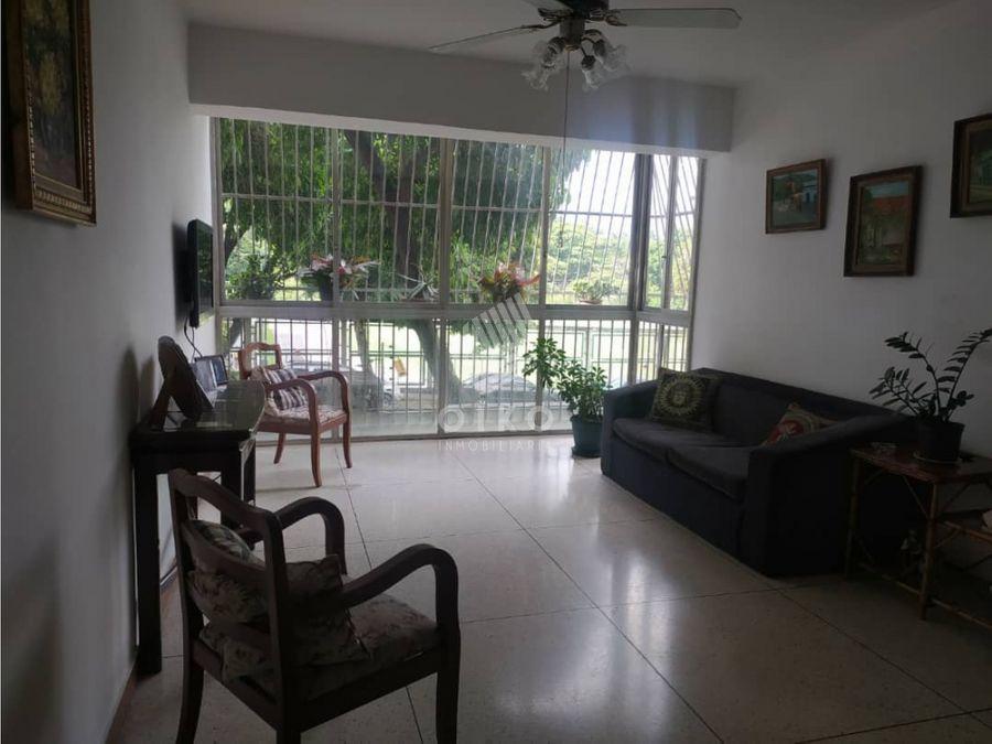 se vende apartamento en la trinidad de 85 mts2 h 1b 1p