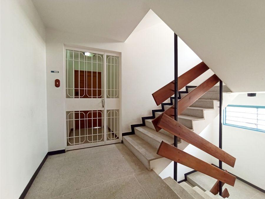 se vende apto en santa eduvigis 2h2b2p con balcon
