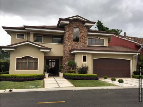 venta de casa en residencial santa lucia tres rios