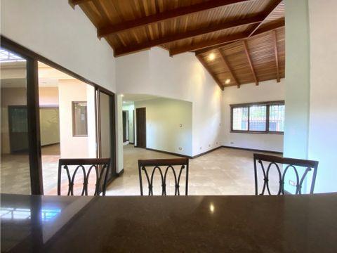 casa en curridabat con uso de suelo mixto a1084