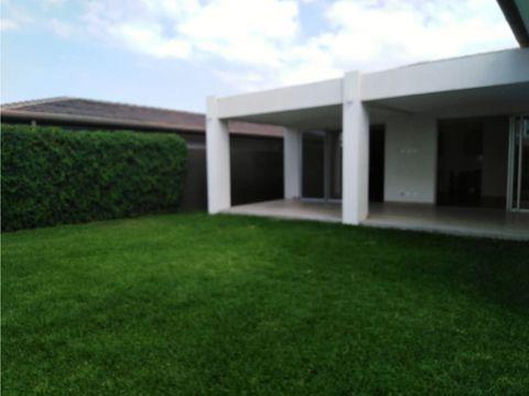 casa en escazu para estrenar excelentes vistas v0142