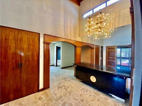casa en rohrmoser lujosa inmejorable ubicacion v0382