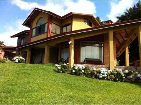 casa de heredia amplia con areas verdes v0217