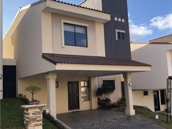 alquiler venta town house en trinidad de moravia