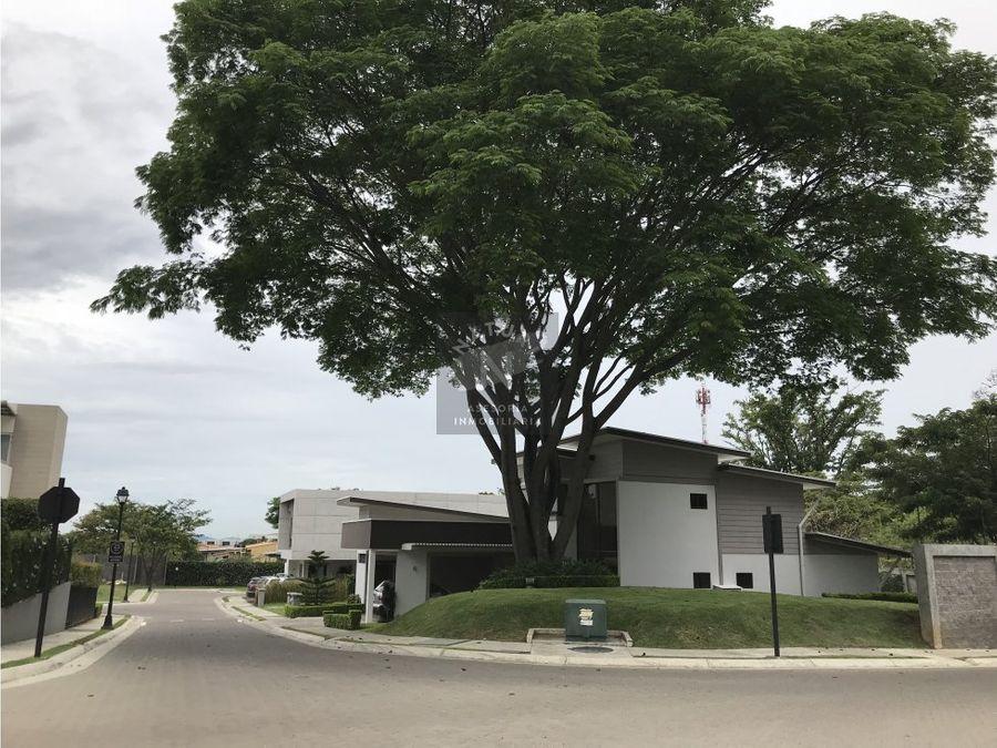 venta de casa tipo town house en pozos santa ana