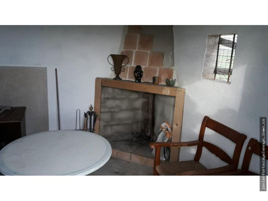 casita de aperos con chimenea y aljibe