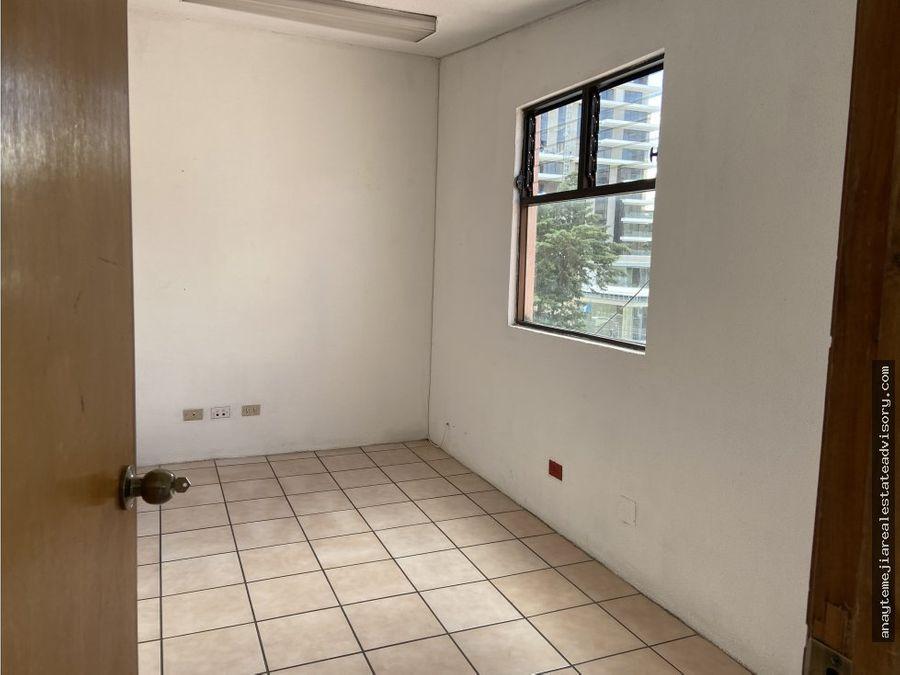 bonita oficina en renta edificio el campo zona 14