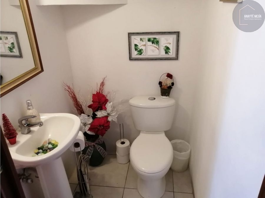 casa en venta en villa capri carretera a el salvador caes