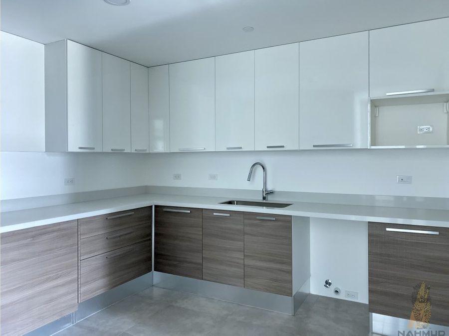 se vende penthouse en condominio en escazu