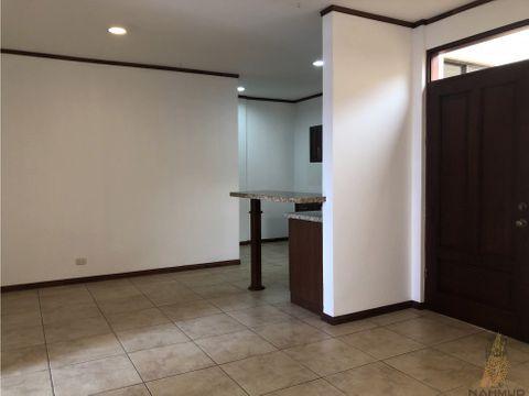 se vende apartamento en condominio en sabana sur