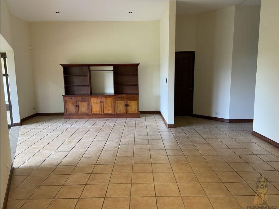 se vende casa en residencial en escazu