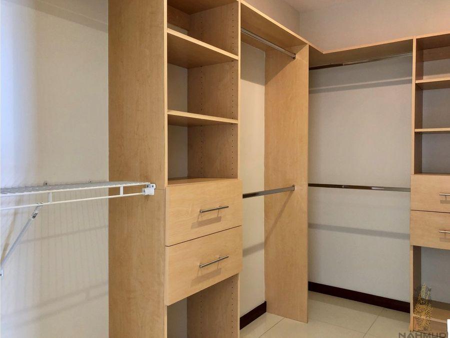 se alquilavende apartamento en escazu