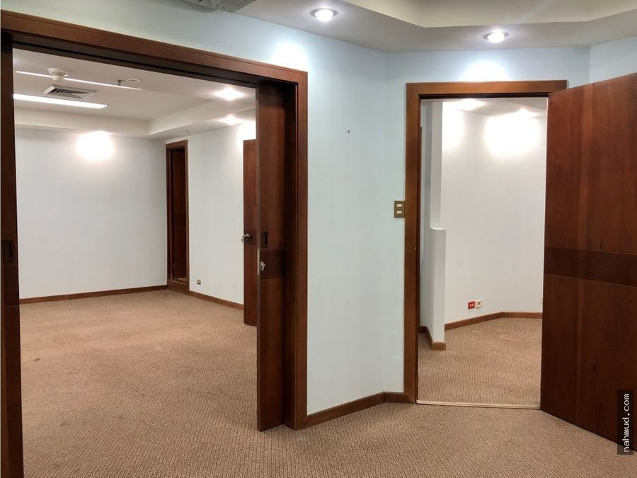 se alquila oficina en edificio en paseo colon