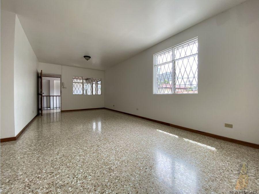 se alquila apartamento en condominio uso mixto en sabana norte