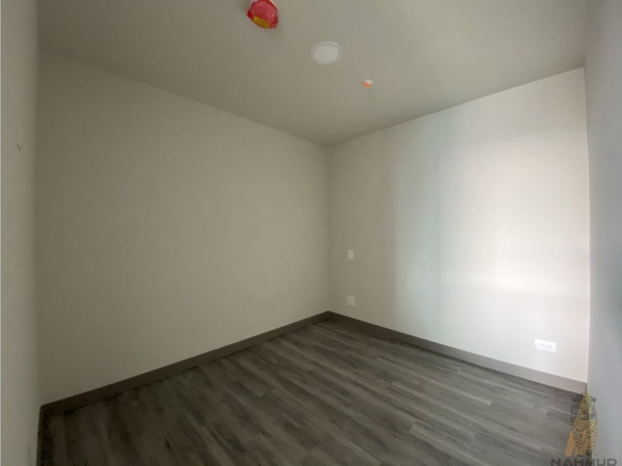se alquilavende apartamento en rohrmoser